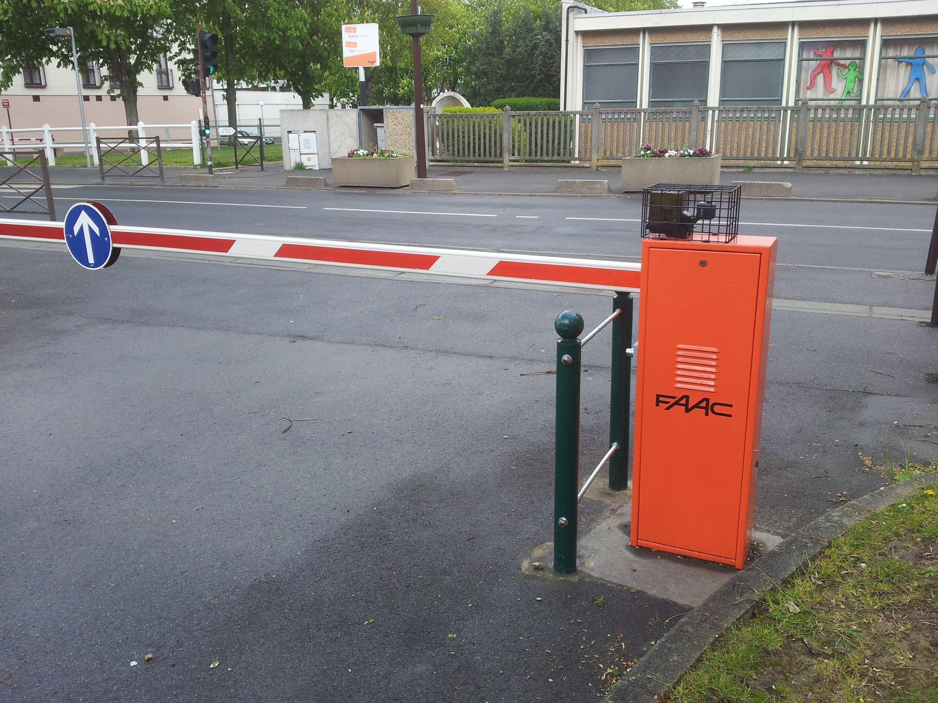 Barrière automatique d'accès résidentiel